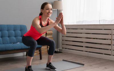 ejercicio en casa 400x250 - Evita lesiones durante el confinamiento