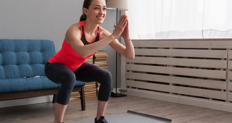 ejercicio en casa 750x400 - Evita lesiones durante el confinamiento